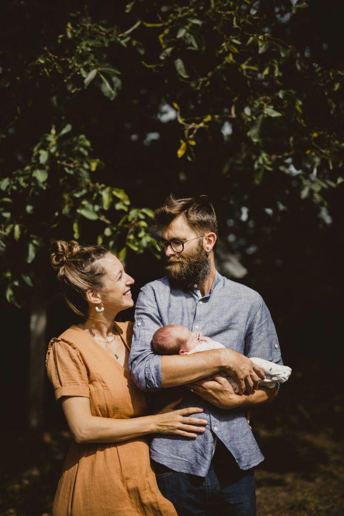 seance-famille-huteau-claire-couple-photographe
